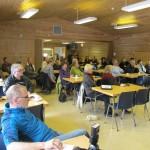 Det hadde samlet seg et femtitalls fremøtte på Evenesmark grendehus for å høre om fremdriften for ETS videregående skole. Foto: Robin Lund, Fotonaut.no