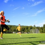 Ballen skal i mål, uansett hvordan. Foto: Robin Lund, Fotonaut.no