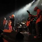 Gruppa «Axis» bestående av Daniel Solberg på trommer, Eivind Lekang på gitar, Erlend Normark på gitar, Håkon Berger på bass, Jonas Wollan på gitar og vokalist Sigrid Kristoffersen. Foto: Robin Lund, Fotonaut.no
