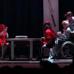 Sceneshow under åpent hus på Solhaugen videregående skole. Videostillbilde: Robin Lund