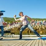 Sigrid Schrøder nådde ikke til topps i konkurransen. Ņpent nasjonalt mesterskap i tørska torskhaudryling under Bryggetreffet på Liland. Foto: Robin Lund, fotonaut.no