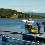 Mangeårig drylerdronning, Lisa Øien, får særskilt oppfølging av NRK under å…pent nasjonalt mesterskap i tørska torskhaudryling under Bryggetreffet på Liland. Foto: Robin Lund, fotonaut.no