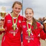 Fornøyde Mjølner-jenter med pokaler. Foto: Robin Lund, fotonaut.no