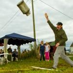 Melkespannkasting var populært for folk i alle aldre. Foto: Robin Lund, fotonaut.no