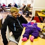 Det er hardt å være Tårstad-dag-arrangør, og en blund innimellom er påkrevd. Foto: Robin Lund, fotonaut.no