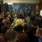 NARVIK, 29. APRIL 2013 - Bespisning på næringskonferansen «Påfyll», som gikk av stabelen på Folkets Hus. Petter Northug, PG Wettsjö og Eirik Frantzen var trekkplastre. (Foto: Robin Lund .no)